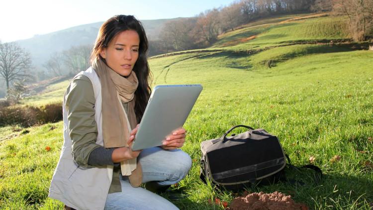 О чем поговорить с webcam моделью: почему не про экологию?